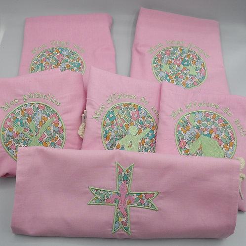 sacs de camp - lot rose - broderie vert d'eau