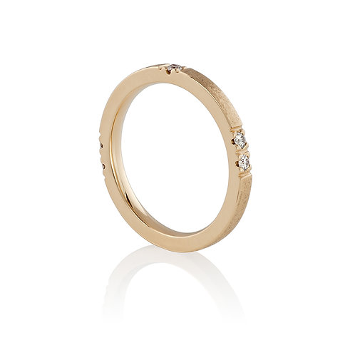 Stacking ring with five diamonds