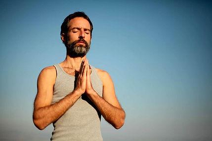 Uomo di yoga Namaste