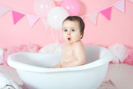 girl bath after cake smash photography.j