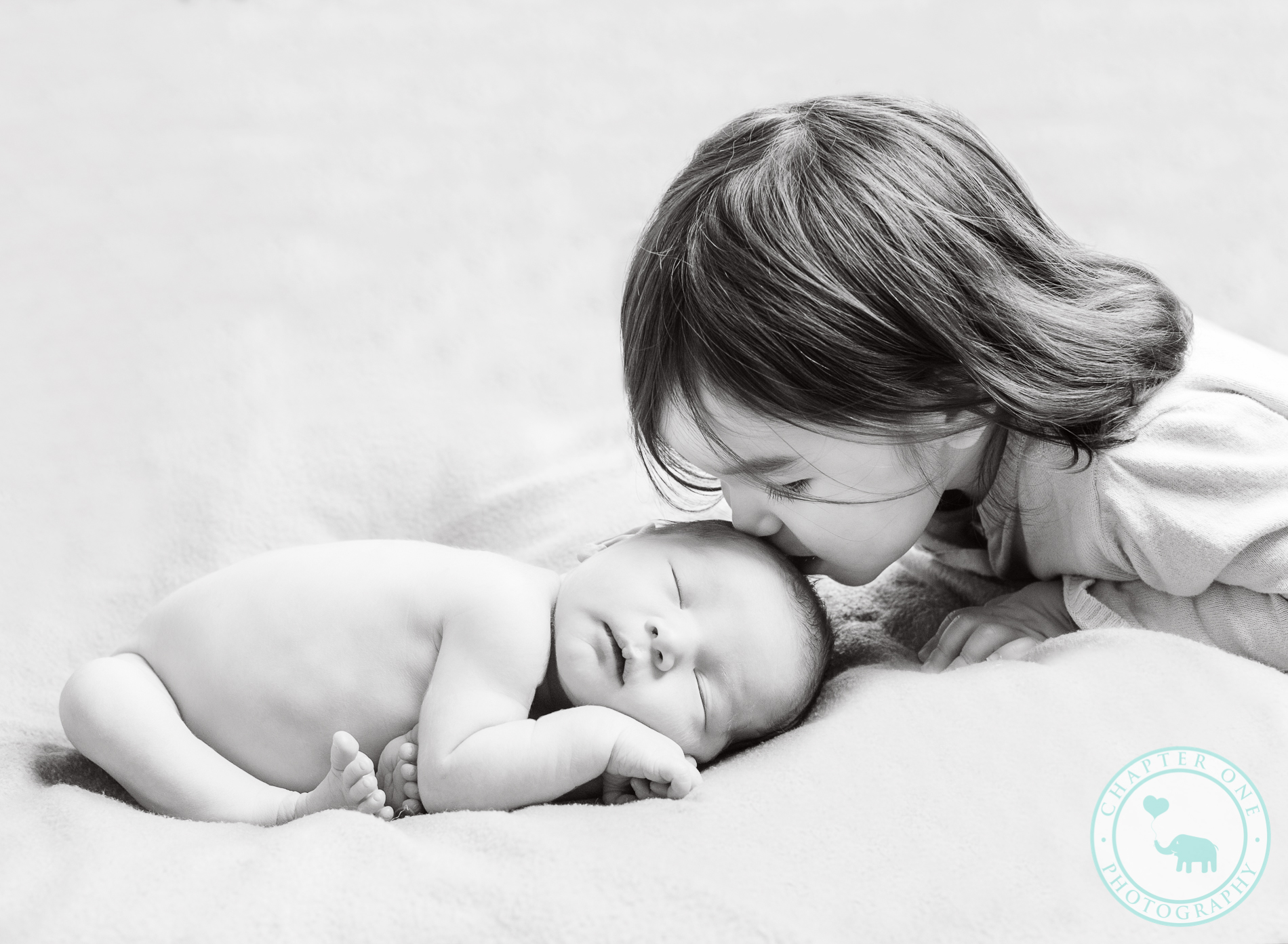6 days  Newborn Photography sister