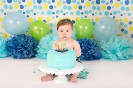 blue green spots cake smash.jpg