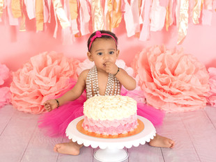 Thinking of having a Cake Smash for your baby's first birthday? Here's what you need to know
