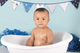 boy bath splash cake smash photographs.j