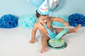 cake smash in blues.jpg