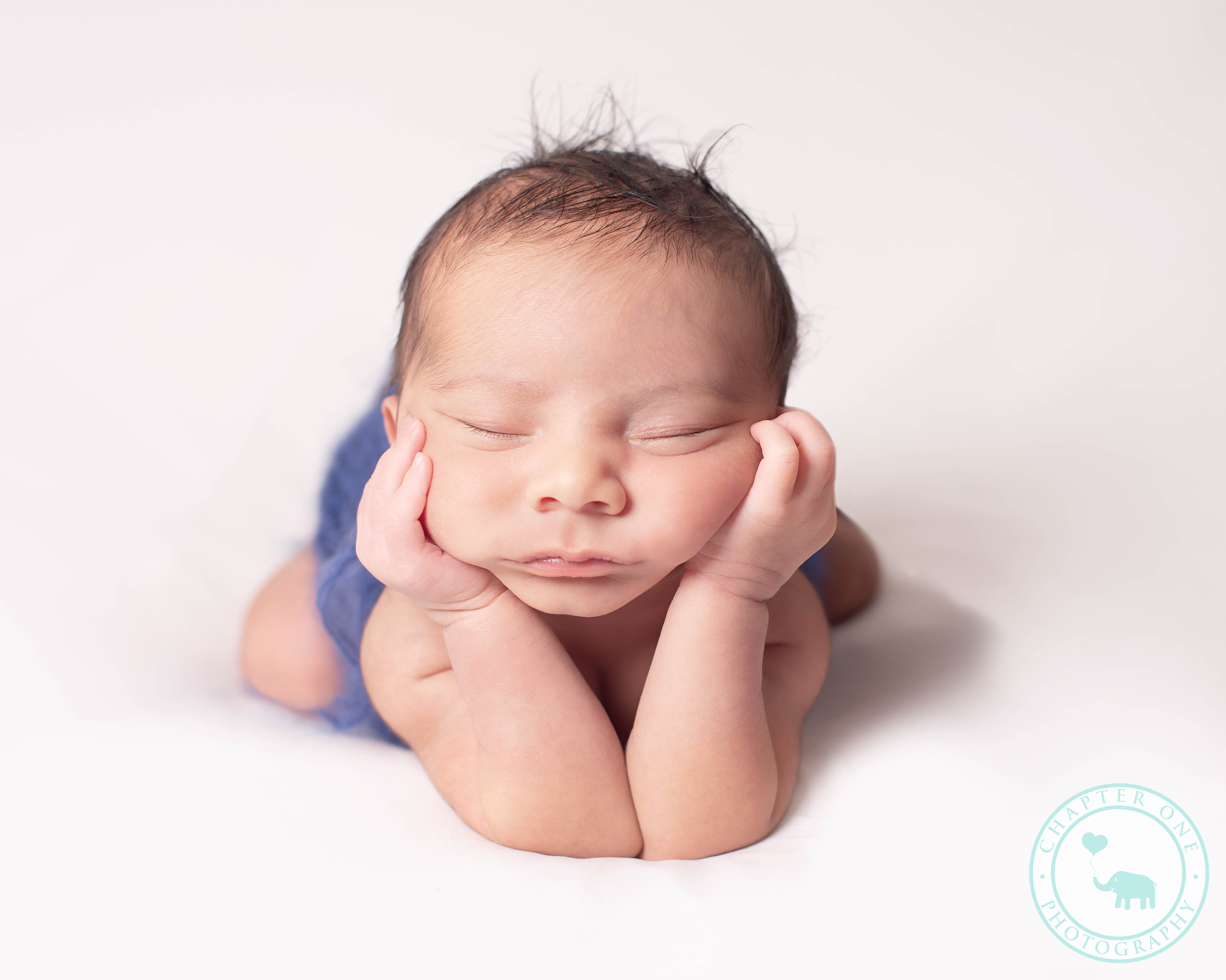 newborn foggy pose