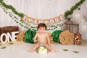 Boy cake smash green.jpg