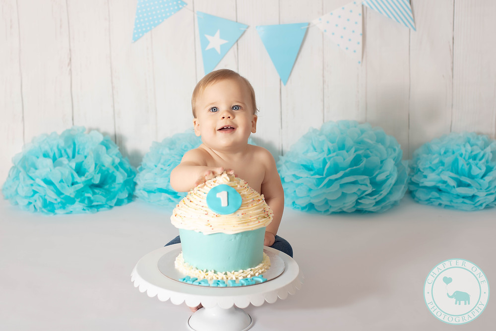 Cake smash for 1 year old boy in blue