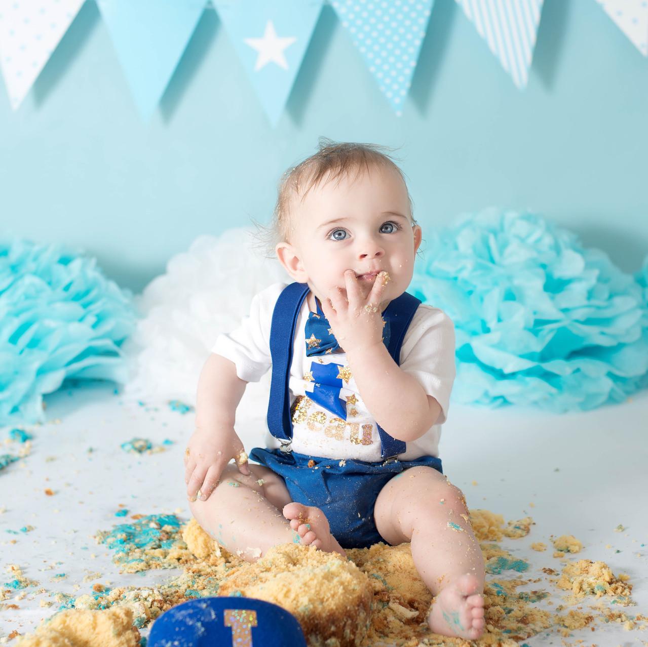 Boy cake Smash in Sydney Studio blue