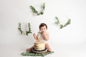 Girl cake smash boho.jpg