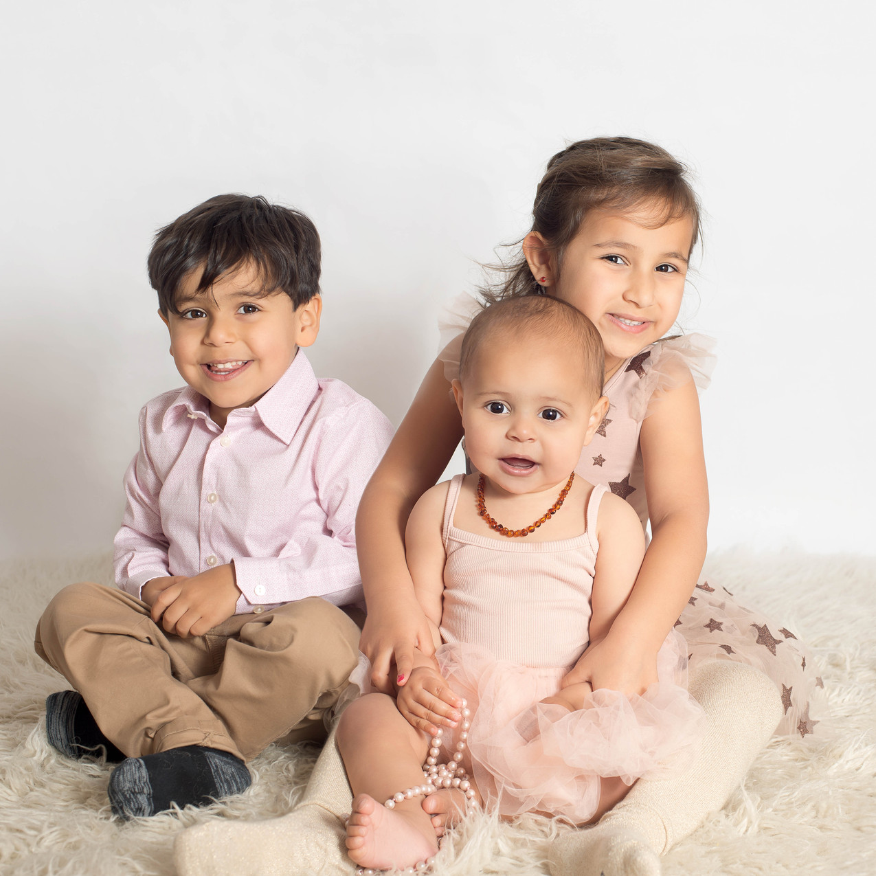 1 year old girl and siblings photos