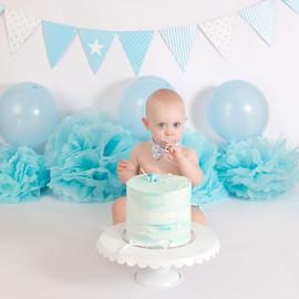 Boy cake smash light blue