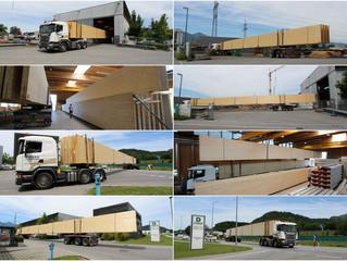 Anlieferung Holzbinder Schulen am See in Hard - Länge Binder 33 m