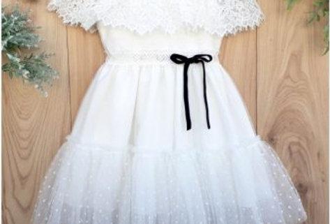 Βαπτιστικό φόρεμα vintage με ρομαντικό πουά και δαντέλα.