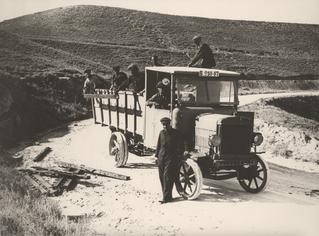 Línea Barcelona - Zaragoza. Fraga, J. Gaspar. 1925. Archivo Histórico Fotográfico de Telefónica.