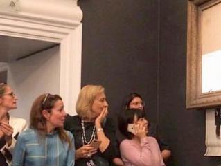 """Banksy lo ha vuelto a hacer. Sotheby's vende """"Girl with Ballon"""" por 1,2 millones y acto seguido se a"""
