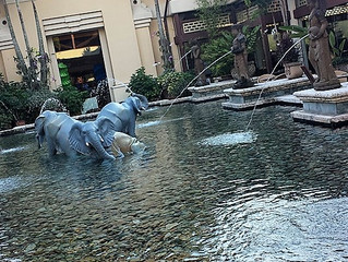 Loews Royal Pacific Resort at Universal Orlando: A Review