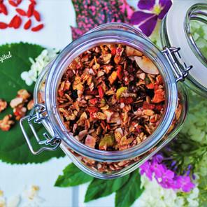 Granola estival fruité aux baies & pistaches {Végane, sans gluten}