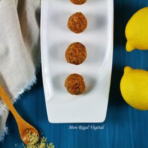 Boules d'énergie protéinées citron-coco aux superaliments