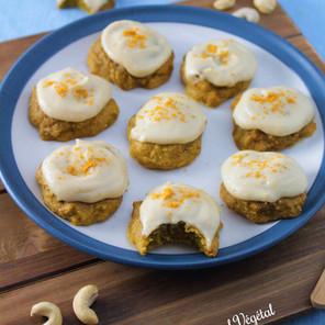 Biscuits banane, gingembre & curcuma avec glaçage de cajou à la vanille {Végane}