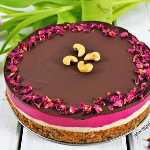 Gâteau cru arc-en-ciel aux baies, betterave & rose (style cheesecake)