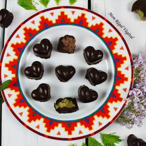 Chocolats printaniers aux plantes sauvages: lilas-lavande et pousses de sapin