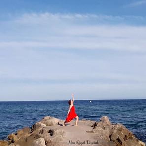 Positions de base de yoga: comment les faire & quels en sont les bienfaits