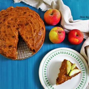 Gâteau d'automne aux pommes & épices avec glaçage au caramel de dattes