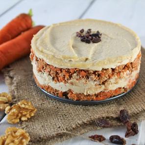 Gâteau aux carottes cru avec crémage cajou-citron ou tahini-citron