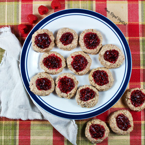 Biscuits « thumbprint » au four et leur confiture de framboises