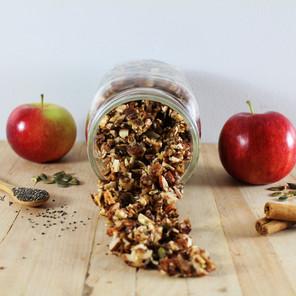 Granola vivant aux pommes, noix et cannelle {Cru, végane, sans gluten, sans céréales}