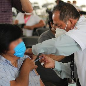 Gobierno federal y estatal finalizan jornada aplicación de la primera dosis de la vacuna en Texcoco