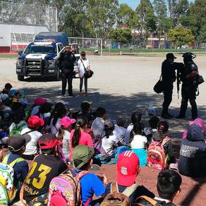 Conviven niños con policías de Texcoco