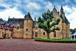Castle-Vallon-en-Sully-Chateau-de-Peufei