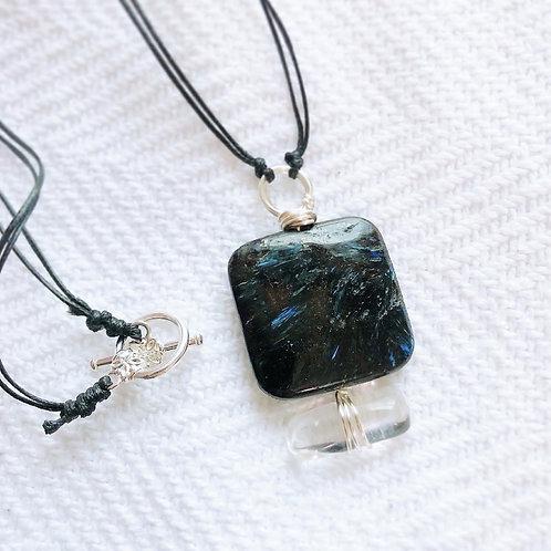 crystal pendant (Nuummite+crystal)