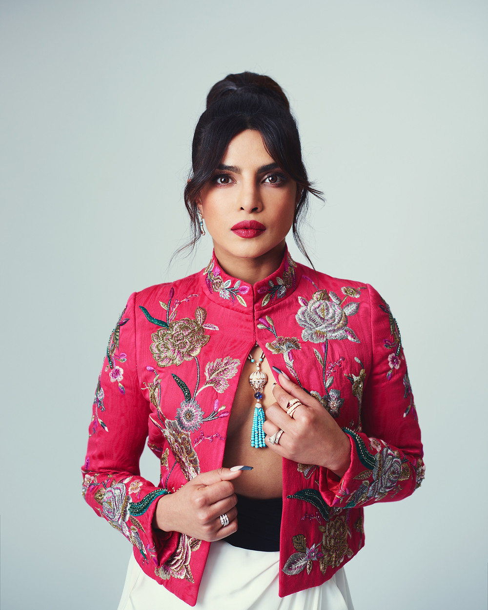 Priyanka Chopra Jonas vestiu BVLGARI no 74º BAFTA AWARDS