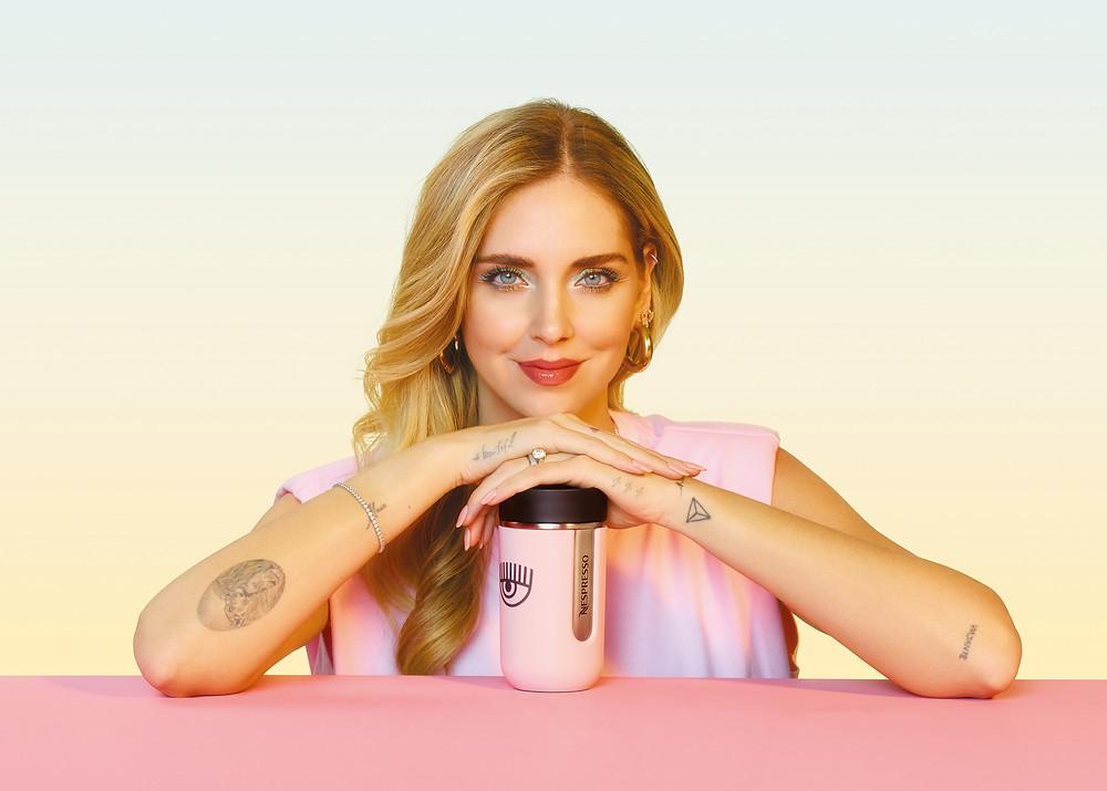 Carisma, autenticidade e café | Nespresso lança acessório de edição limitada em parceria exclusiva com Chiara Ferragni.