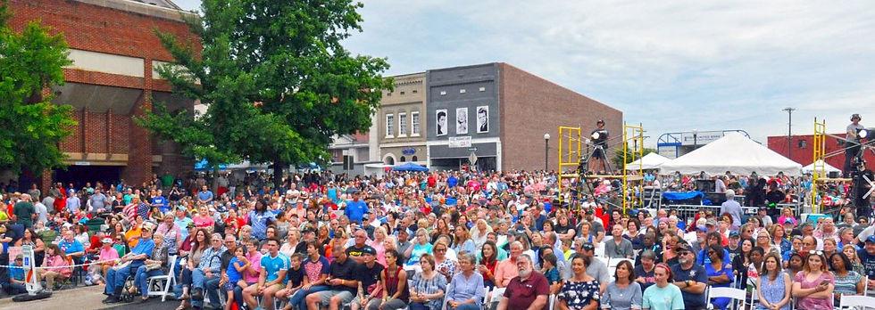 madisonville crowd.jpg