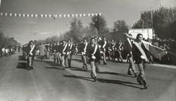 desfile-decada-70-compressor