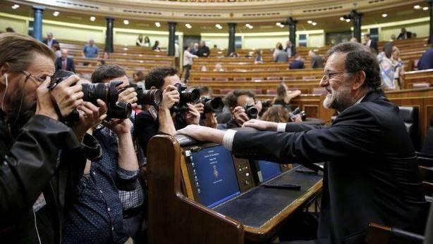 El presidente del Gobierno, Mariano Rajoy, a su llegada al hemicíclo del Congreso de los Diputados (EFE)