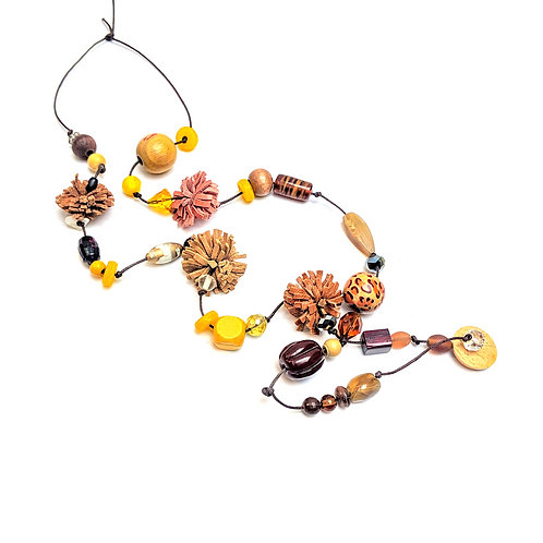 Poms necklace in amber