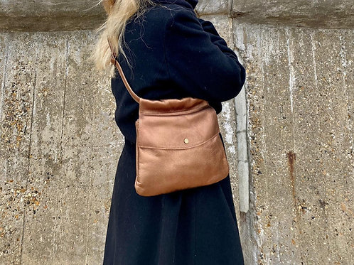 Mom bag in metallic leather