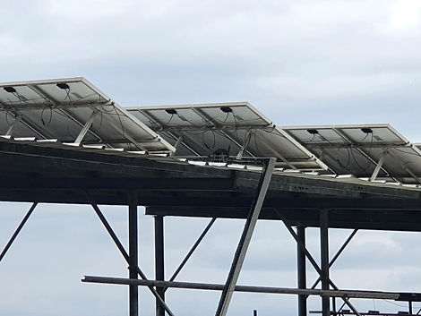 התקנת גגות סולאריים על סככה חקלאית.jpg