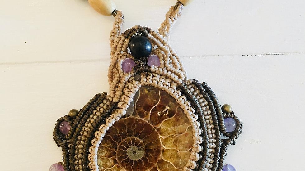 Macramé necklace with Amonite of Madagascar