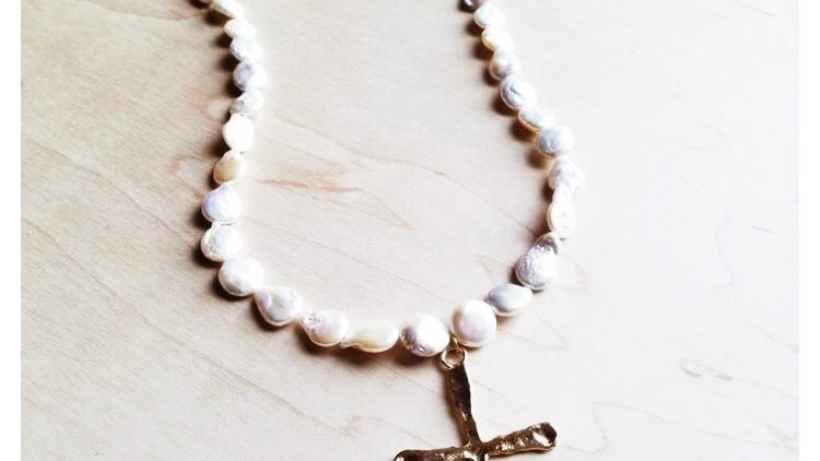 Fresh water pear necklace with cross