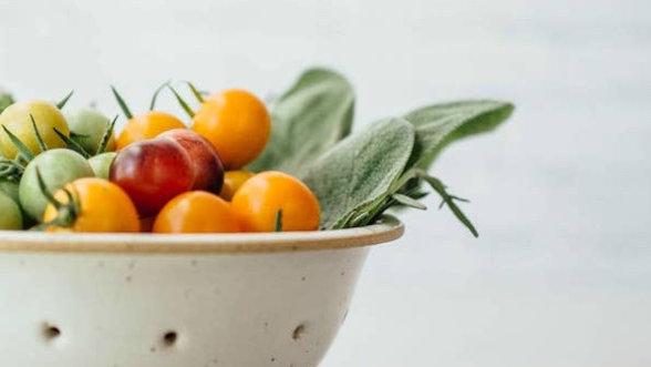 Fruit and veggies Ceramic colander