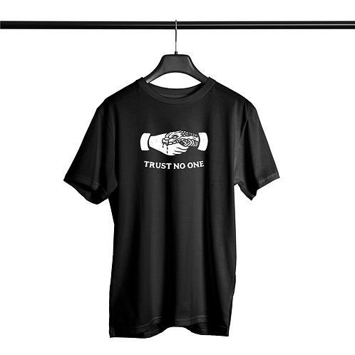 Camiseta Noffing Trust No One - Preta