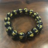 Bracelet obsidienne noire avec gravure.j