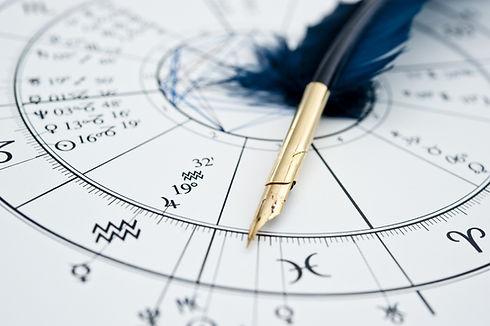 Horoskop mit Feder_Lizenz.jpeg