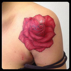 InkDiamond rose rouge tattoo